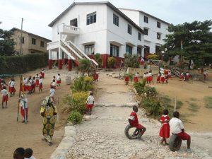 Nymålad skola Mombasa