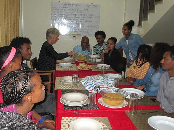 Middagsamling i Etiopien