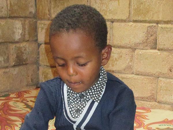 Pojke i pefan center Etiopien