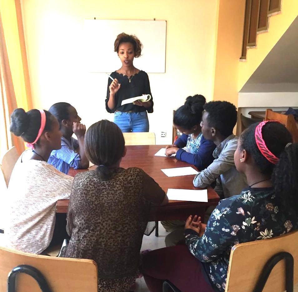 Drama och danslektioner på PEFAN Centret i Addis Abbeba