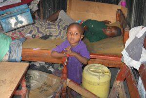 Barn i Nairobis slum